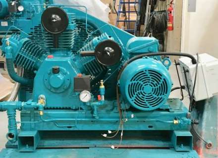 Base plate floor mounted piston compressors